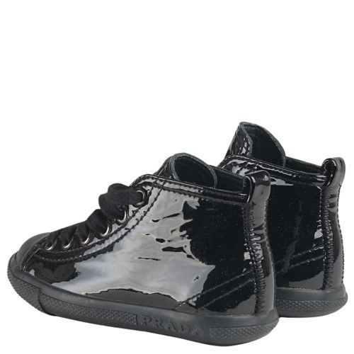 Кеды Prada черного цвета лакированные 286-6420 - купить по отличным ... 7a54e74454a
