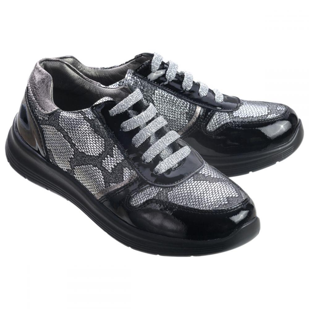 В особенности важно приобрести качественную обувь для детей. Нога ребенка  растет, этот фактор рекомендуется учитывать при покупке кроссовок. c024db4ea84